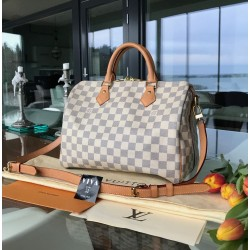 Louis Vuitton Speedy...