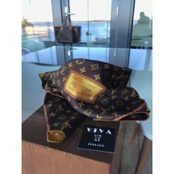 Louis Vuitton Carre scarf